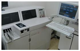 生化学自動分析機(Vitros350)